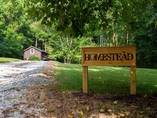 Homestead Cottage Banner
